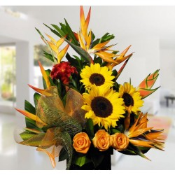 Arreglo floral Rosas y Girasoles